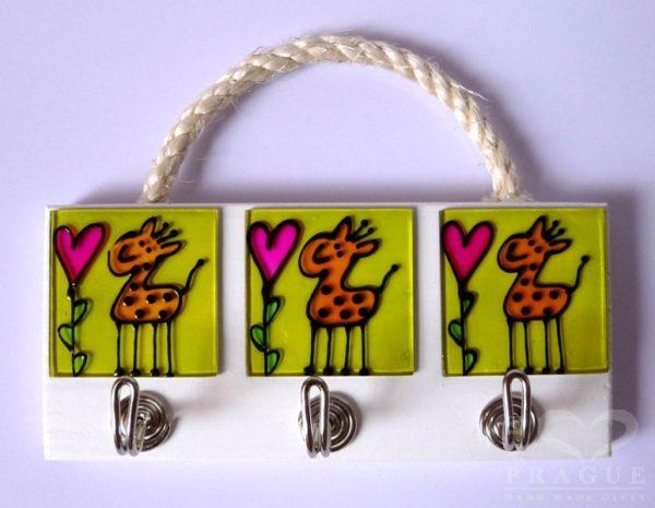 Věšák – žirafa